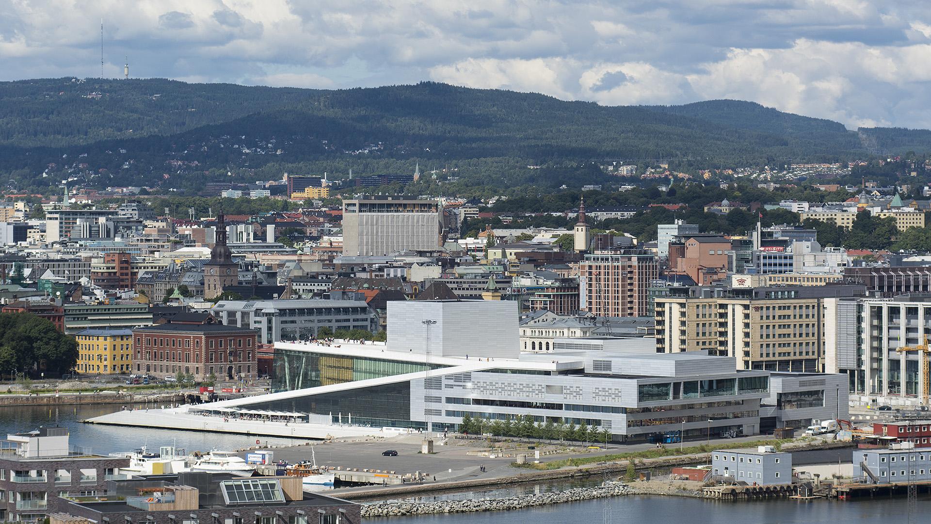 Den Norske Opera i Bjørvika i Oslo. Bygget er tegnet av arkitektfirmaet Snøhetta AS. Foto: Dagfinn Rasmussen Riksantikvaren