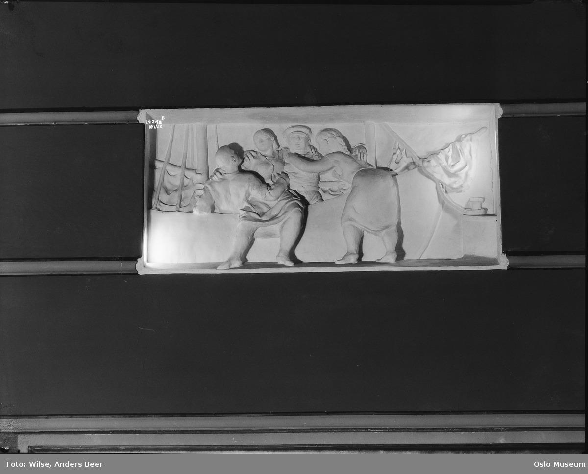 Detaljbilde av en av Per Krohgs friser på Frogner Kino 1928-29. FOTO: Anders Beer Wilse / Oslo Museum