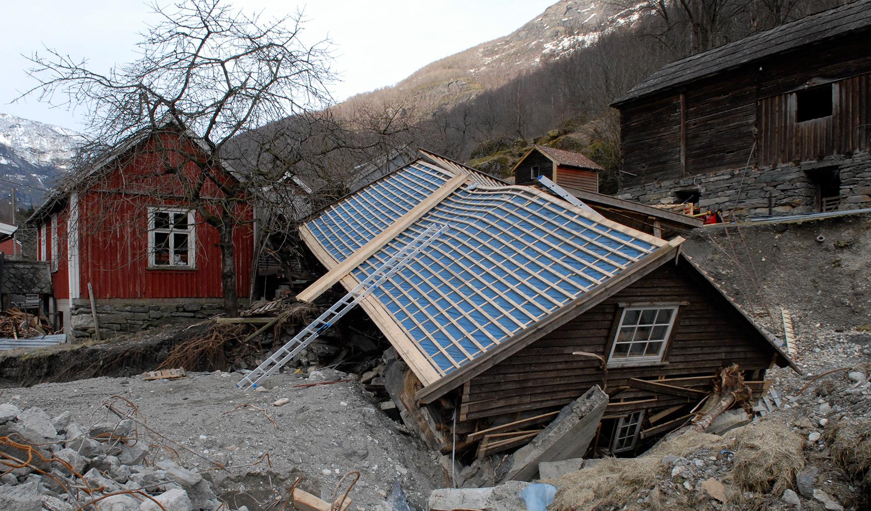 Flommen i Flåmsdalen i Aurland i 2014 gjorde skader på bygninger og landskap. Foto: Marte Boro Riksantikvaren
