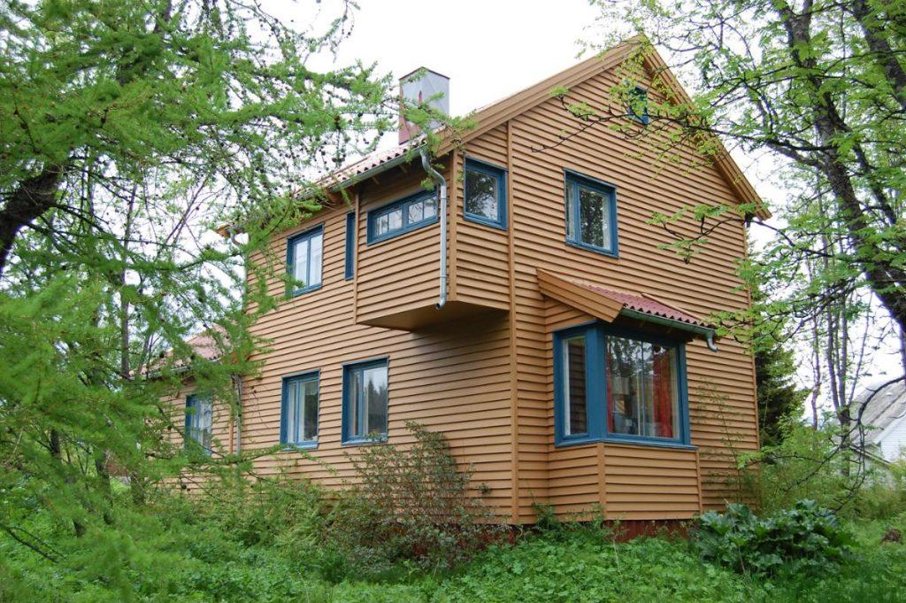 Bilde av arkitektens hus. Pioneren Kirsten Sand utformet sitt hus med en bestemt hensikt og en bevisst tanke. Foto: Troms fylkeskommune