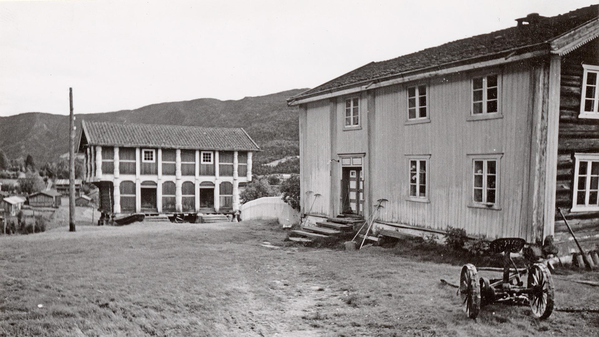 Kravik Mellom i første halvdel av 1900-tallet. Foto: Halvor Vreim (1895-1966) Riksantikvaren