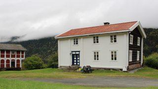 I over 700 år har denne bygningen stått her på gården Kravik Mellom i Numedalen i Buskerud. Foto: Anja Heie Riksantikvaren