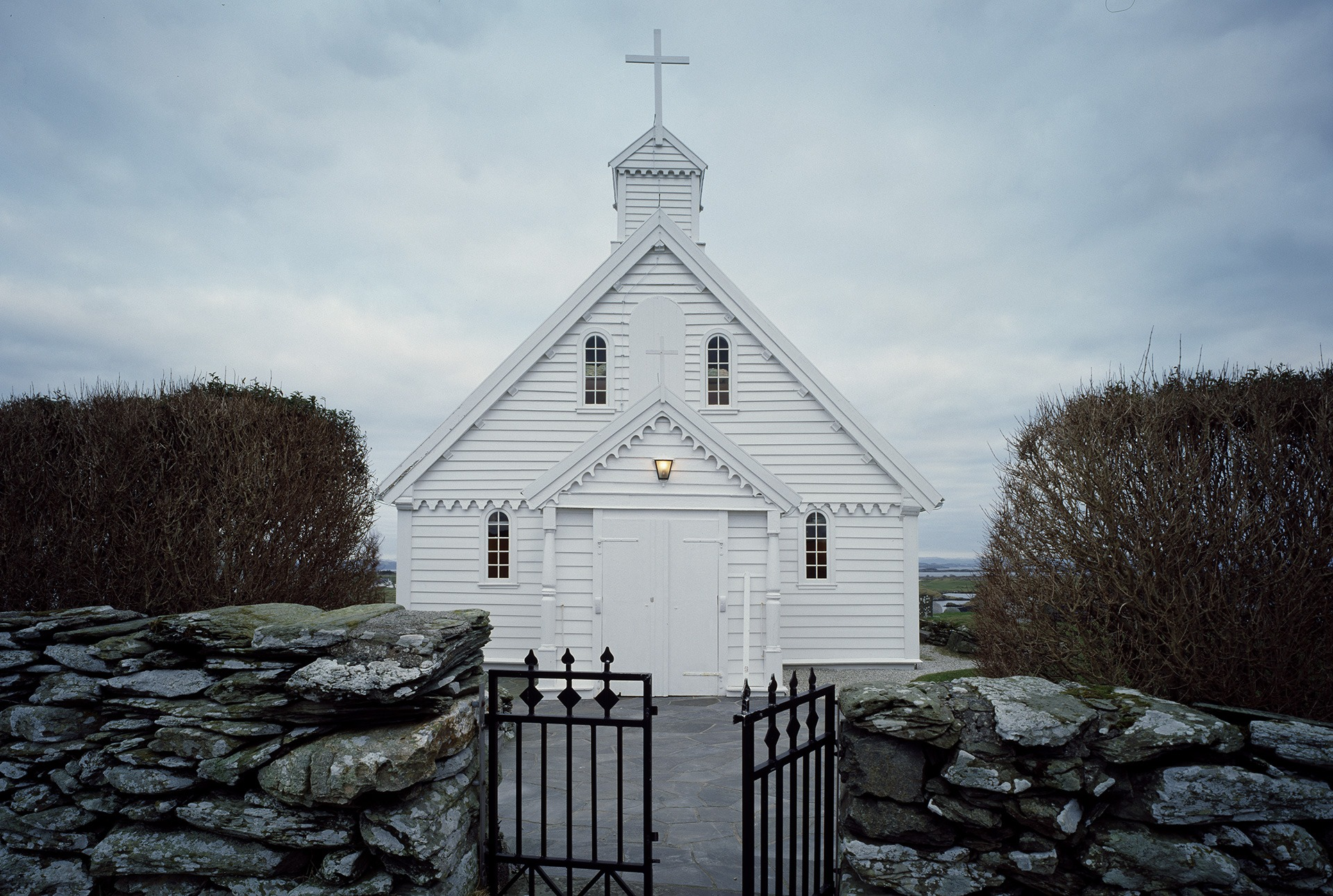 Kvitsøy kommune i Rogaland har 540 innbyggere. Kvitsøy kirke er en automatisk fredet kirke som må rehabiliteres og arbeidet vil beløpe seg til flere millioner kroner. Foto: Jiri Havran Riksantikvaren