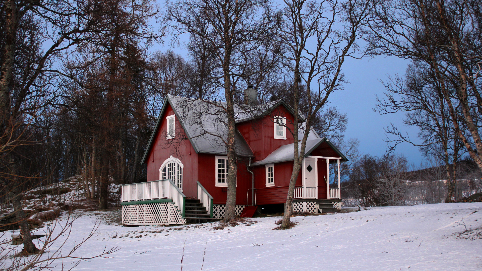Lille Strandheim i vinterdrakt. Foto: Siri Uldal (CC BY-SA) via Wikimedia Commons