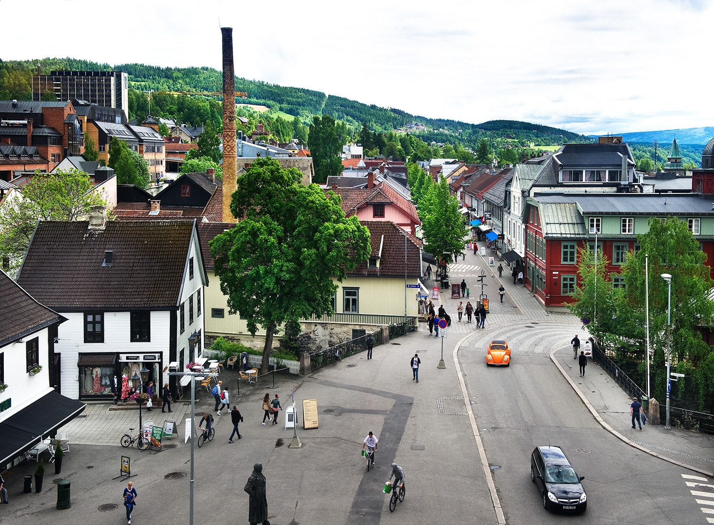 Bilde over gatemiljø i Lillehammer by