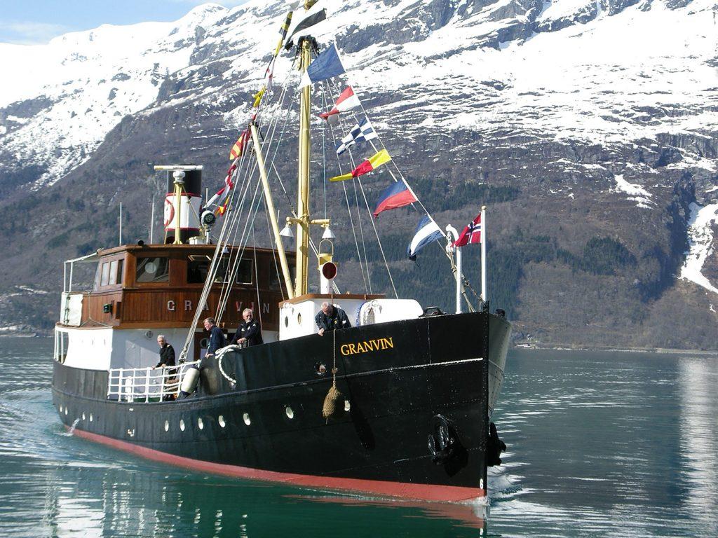 M/S «Granvin» i Sørfjorden i Hardanger. Foto: Ragnhild Hoel / Riksantikvaren