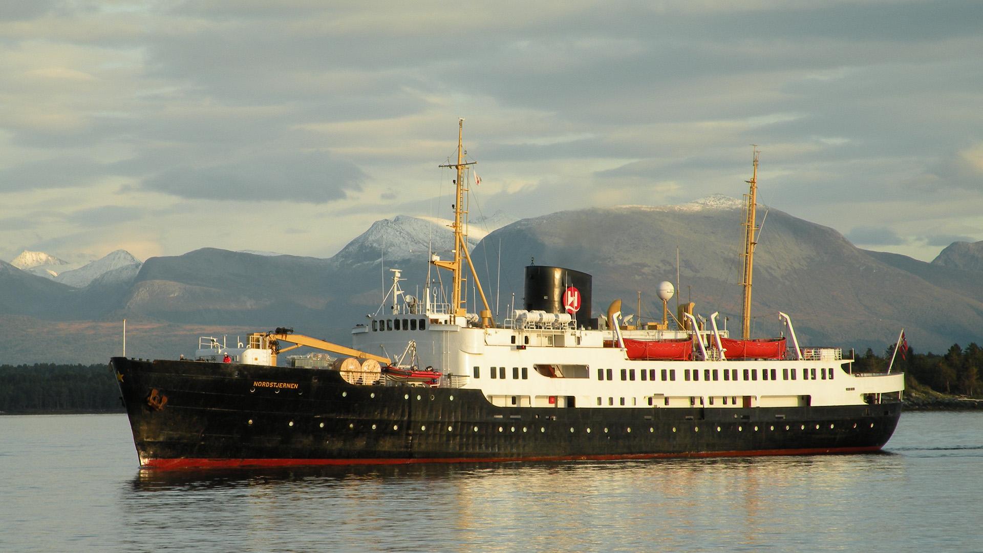 M/S Nordstjernen i Molde havnebasseng. Foto: Aldebaran/Wikimedia Commons