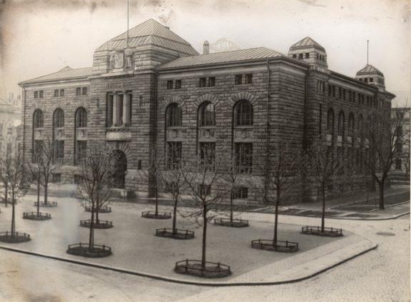 Eldre bilde av Norges Bank. Dette var Norges Banks første hovedkontor i Kristiania fra 1906. Foto: Riksantikvaren