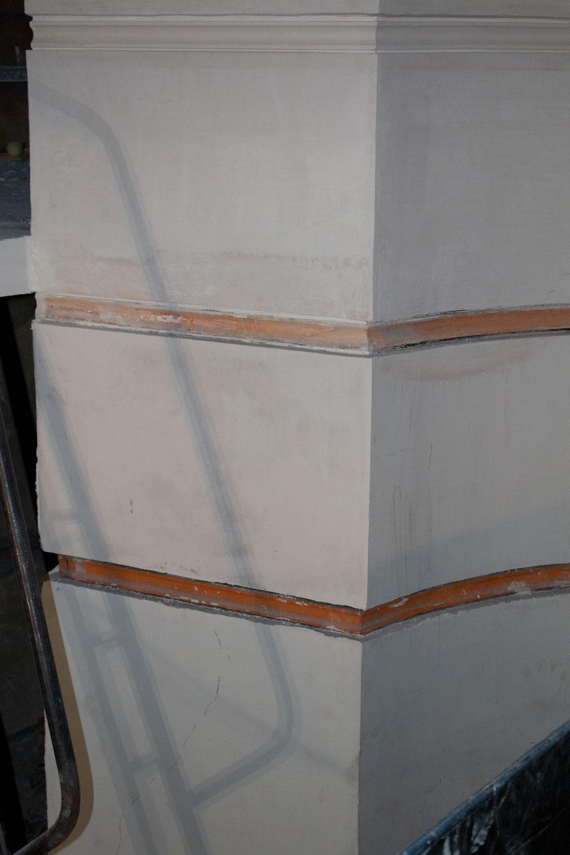 Detaljbilde av original farge på veggriller funnet i orkestergraven på Frogner Kino. Foto: Synne Vik Torsdottir Riksantikvaren