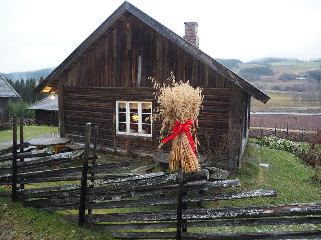 """Bilde av Prøysenstua - """"der ho jordmor Matja bor """". Foto: Siri Wolland Riksantikvaren"""