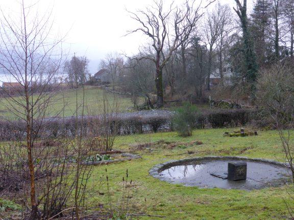 Prydhagen ble anlagt i 1890-årene med en italiensk fontene som hovedelement. Fontenen fikk vann fra Hindalsdammen som da var nyanlagt. Prydhagen er fremdeles innrammet av klipte hekker. Foto: May-Britt Håbjørg Riksantikvaren