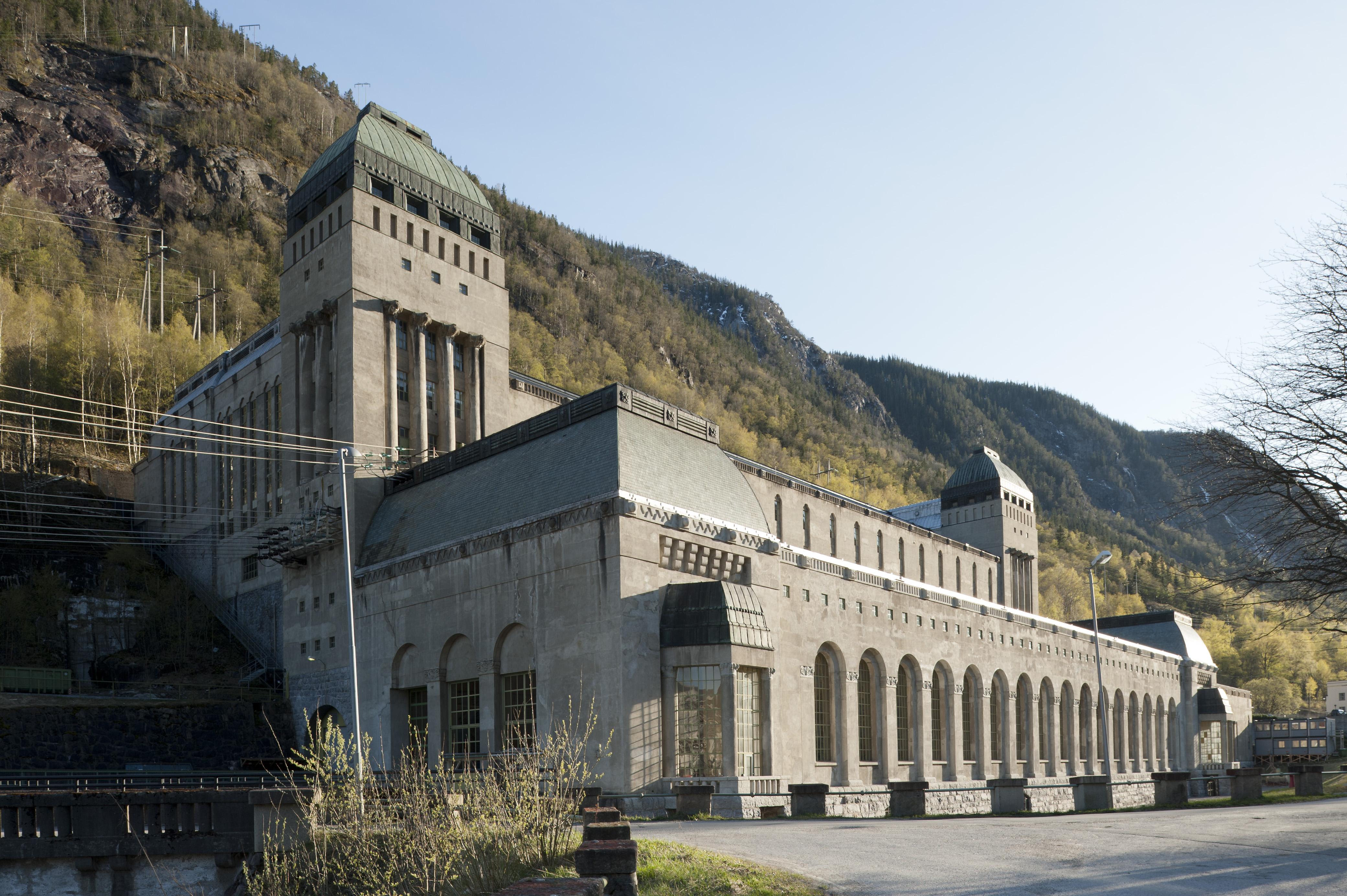 Såheim kraftverk på Rjukan ble fredet i 2003. Såheim er også del av Rjukan-Notodden industriarv på UNESCOs verdensarvliste. Bygget i 1914 etter tegninger av arkitekt Thorvald Astrup og professor Olaf Nordhagen. Foto: Per Berntsen