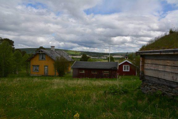 Bilde av tunet med noen av de freda byggningne på seteren. Foto: Roy Håpnes Trøndelag fylkeskommune