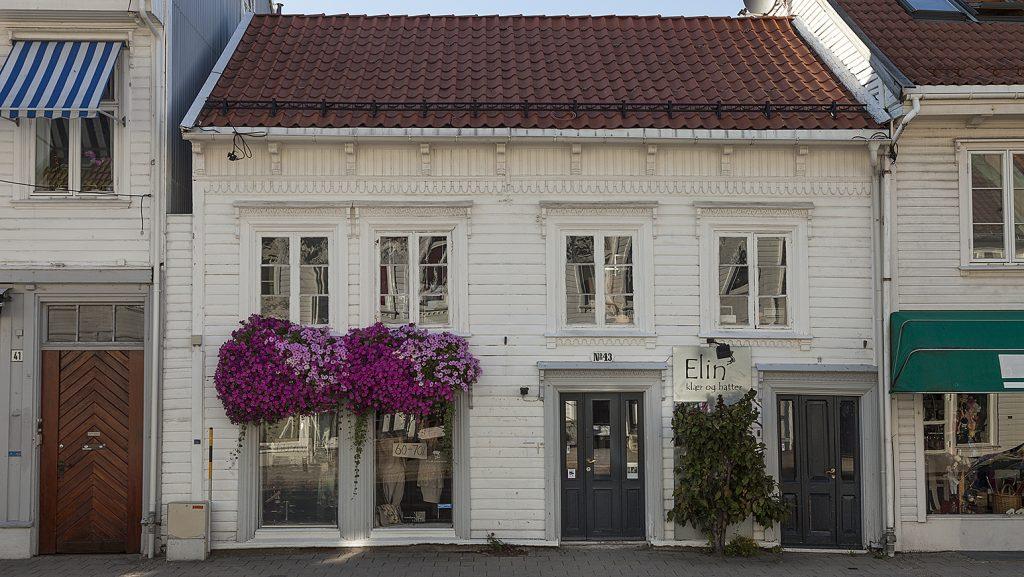 Skippergata 43 er en av de få 17- og 1800-tallsbygningene i Kvadraturen som har en bevart og original bakgård. Nå er huset restaurert og fredet. Foto: Birger Lindstad/Riksantikvaren