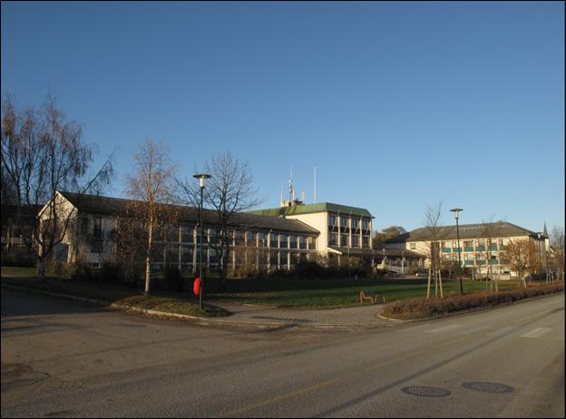 Sortland rådhus er et karakteristisk eksempel på arkitekt Einar Karstads virke i Nord-Norge.  Foto: Nordland fylkeskommune