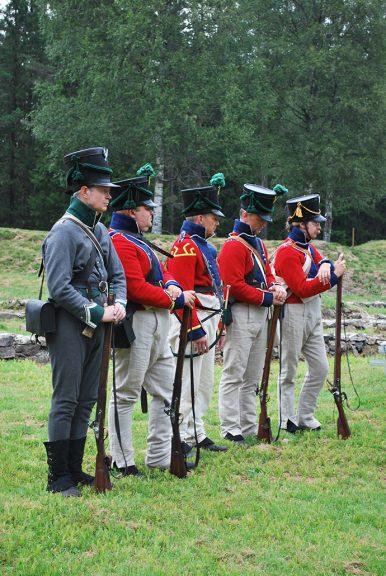 Representanter for de soldatene som var på skansen i 1814 var også til stede på markeringen. Foto: Turid Årsheim Riksantikvaren