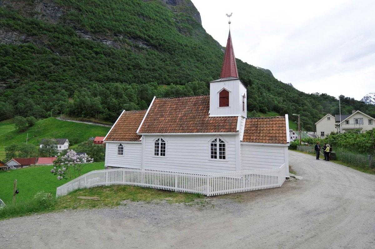 Undredal stavkyrkje er den minste stavkyrkja i Noreg med 40 sitjeplassar.