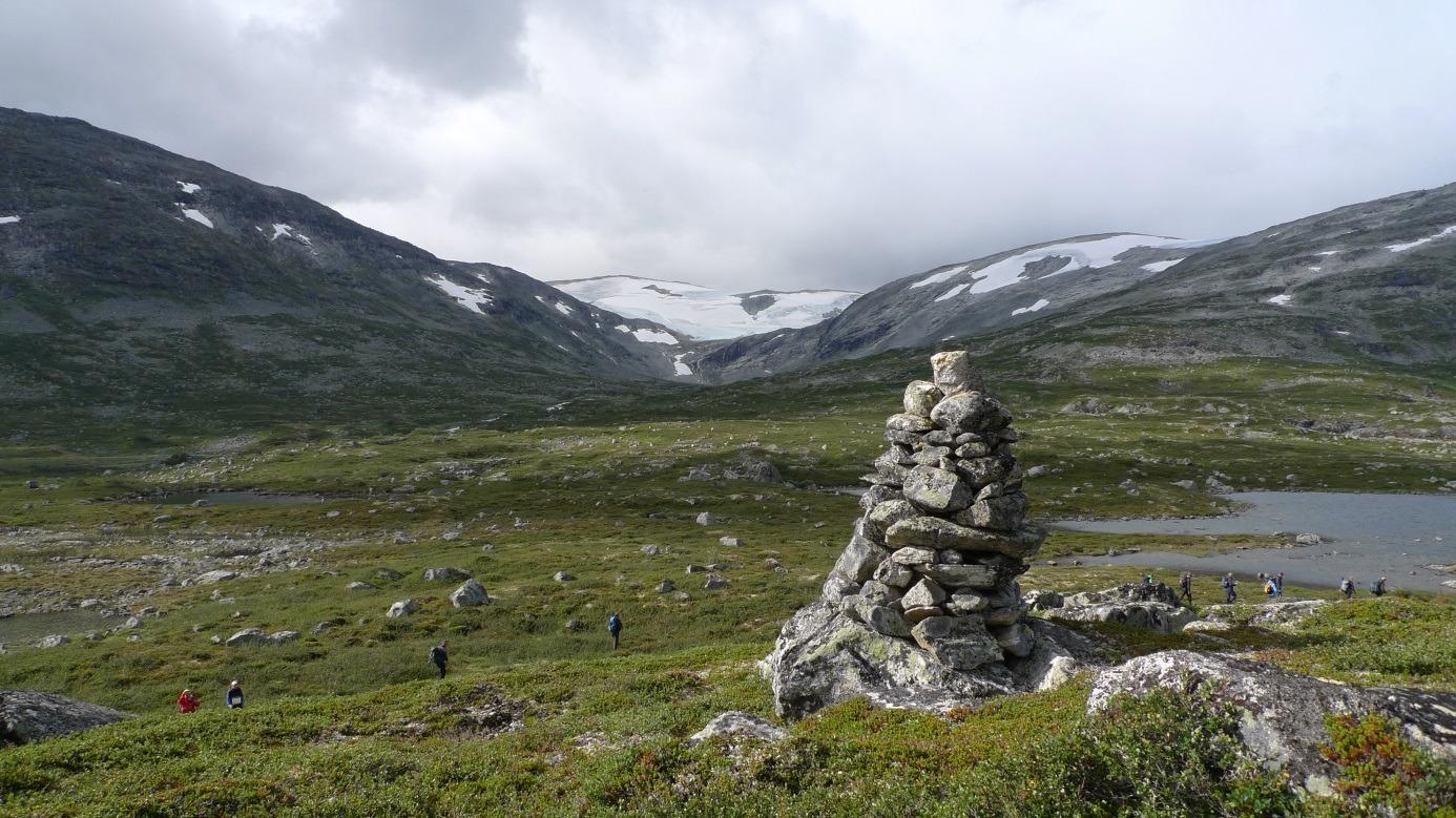 Varder viser vei ved den gamle ferdselsvegen mellom Stryn og Skjåk. Foto: Bjørn Dalen