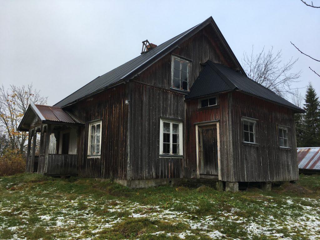 Bildet viser et Våningshus på Abborhøgda (Yöperinmaki). Foto er tatt av May Britt Håbjørg, Riksantikvaren