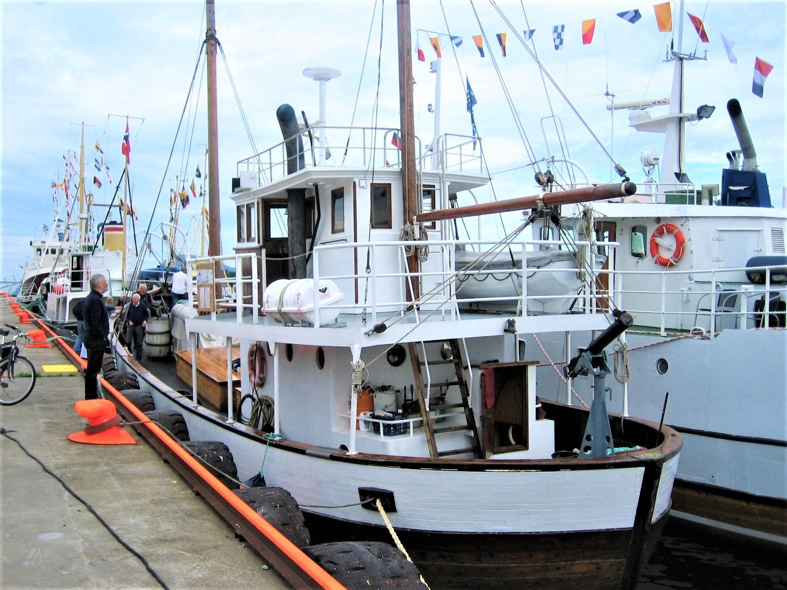 """Bilde av båten M/S """"Andholmen"""" som ble bygd som fiskeskøyte i 1937, men er mest kjent for sin krigshistorie. Foto: Erik Småland, Riksantikvaren"""