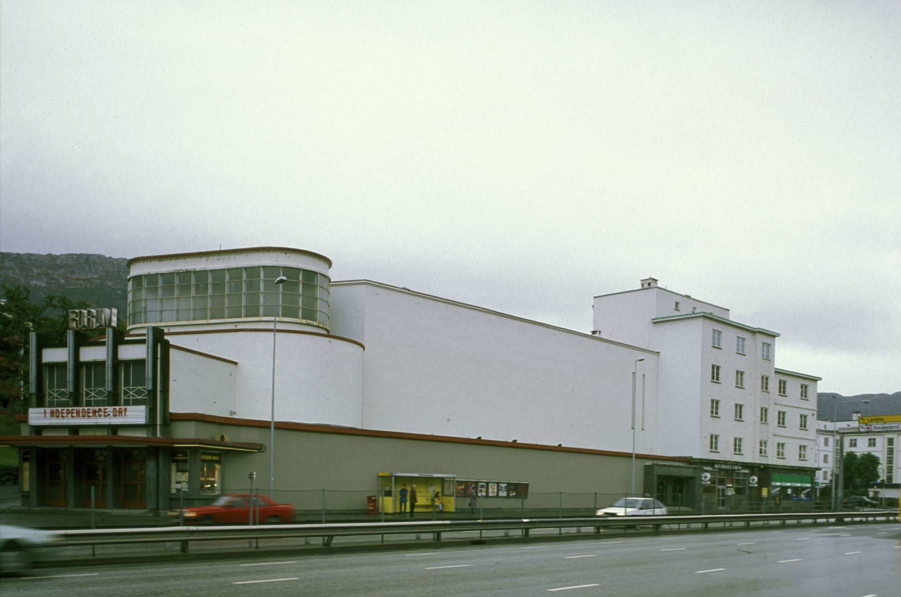 Bilde av Forum kino i 1996. Foto: Birger Lindstad, Riksantikvaren
