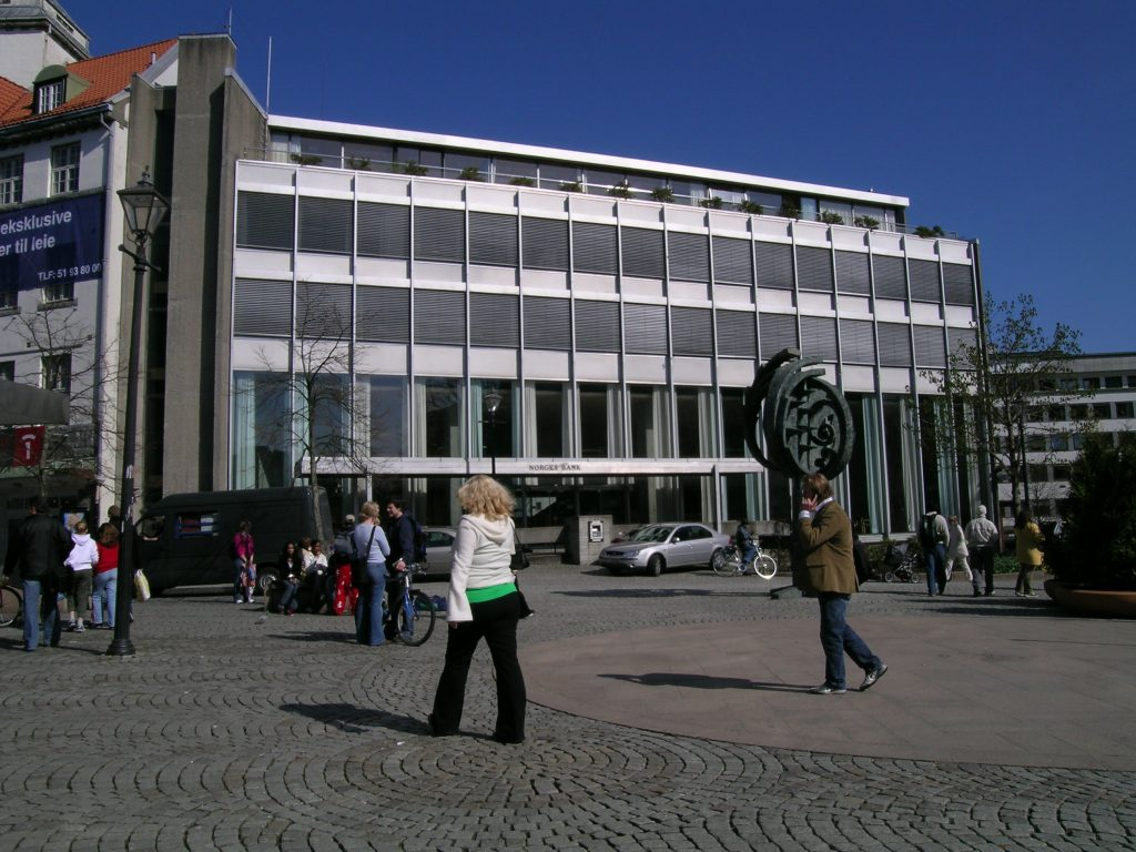 Bilde av Norges bank. Fasade mot Domkirkeplassen før Norges Bank ble til kulturbanken Sølvberget. Foto: Morten Stige, Riksantikvaren