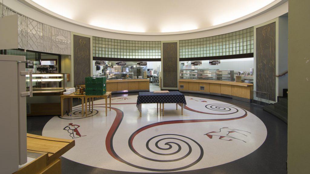 Fotoet viser spisesalen inne på Freia. Foto: Dagfinn Rasmussen, Riksantikvaren