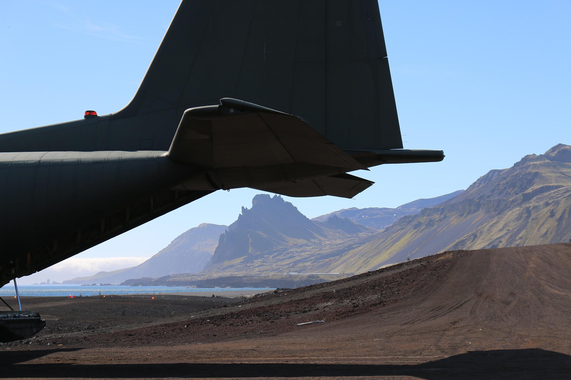 Bilde av Hercules fly fra forsvaret. Foto: Karen Thommesen, Riksantikvaren