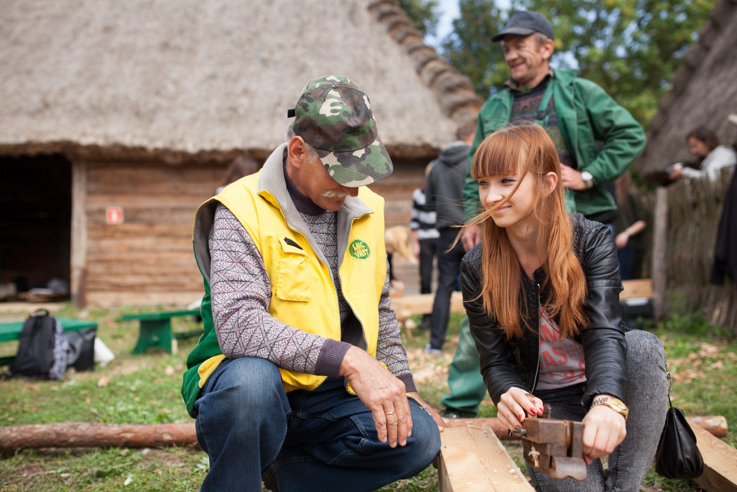 Workshop i Lublin, Polen, i regi av prosjektet Wooden Treasure. Polske skoleungdommer lærer om tradisjonshåndverk og vedlikehold av trebygg. Norske og polske snekkere er involvert.