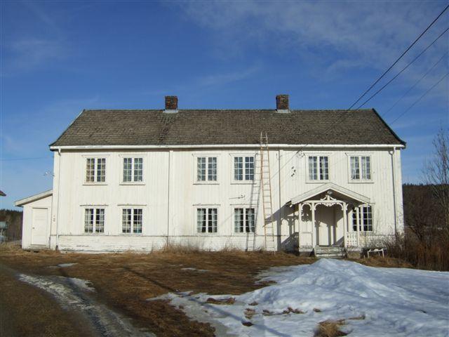 Bilde av hovedbygningen til Jøndal Østre. Foto: Bård Langvandslien, Riksantikvaren