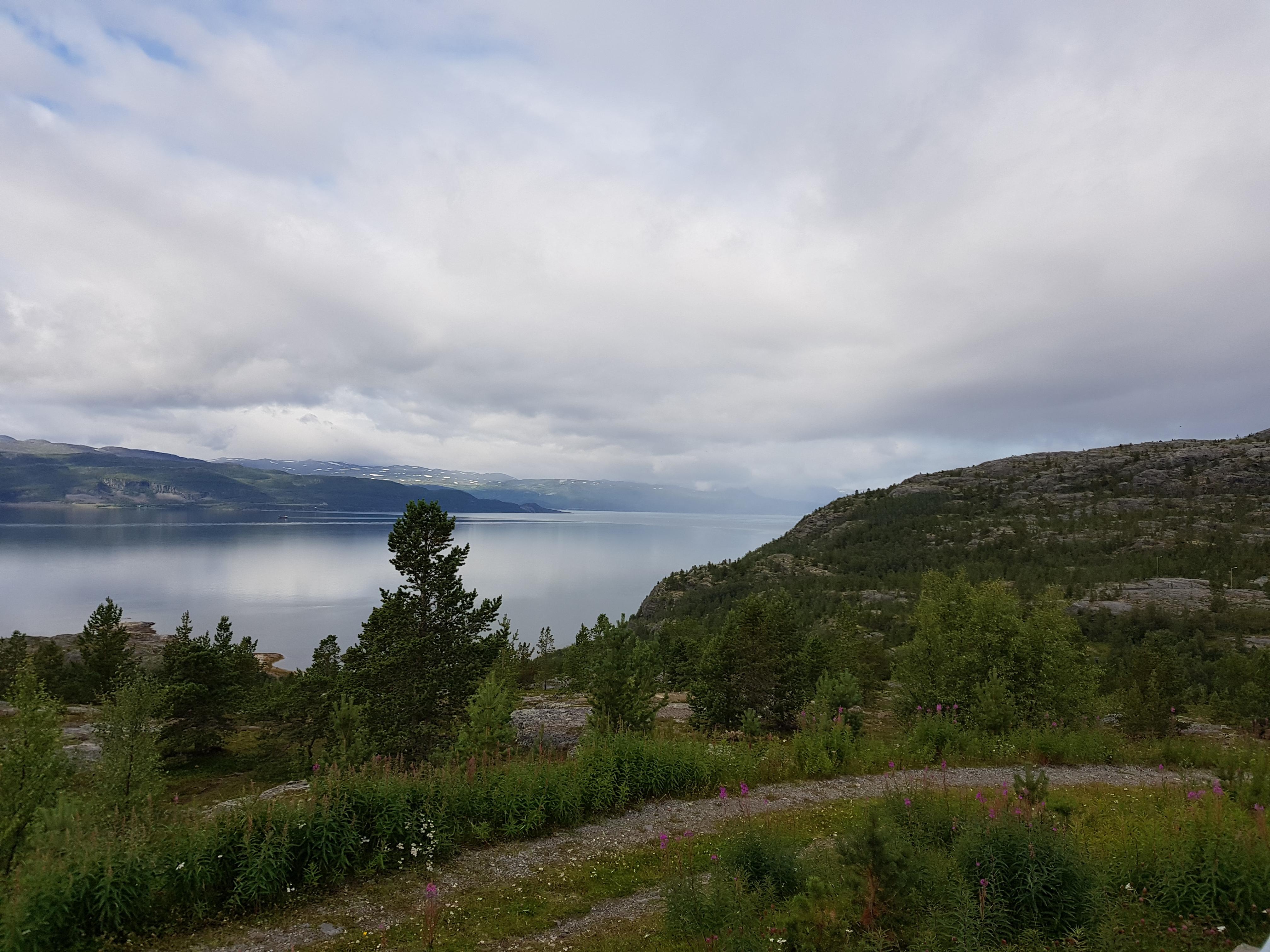 Bilde fra Komsa. I området ved og på Komsafjellet finnes noen av våre eldste arkeologiske kulturminner. Foto: Line Bårdseng, Riksantikvaren