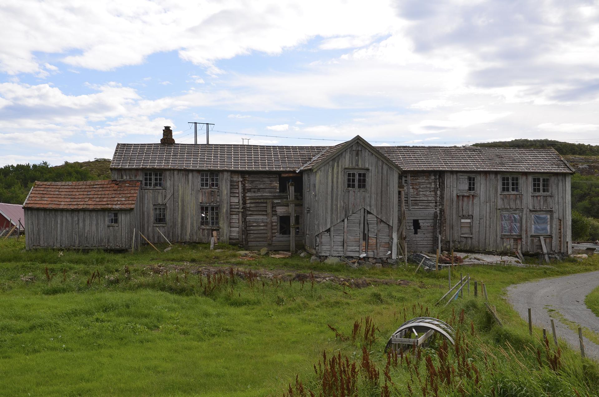 Bildet viser Kvalfjordlånas fasade mot nordvest. Foto: Einar Strand, Nord-Trøndelag fylkeskommune