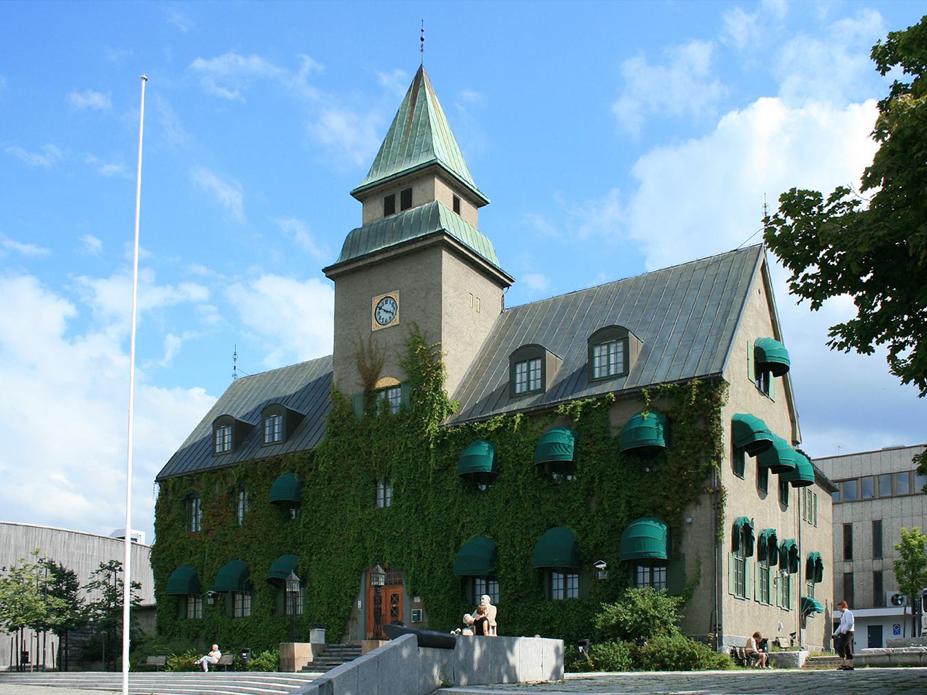 Bilde av Norges Banks avdelingskontor på Lillehammer. Foto: Mahlum (public domain), via Wikimedia Commons