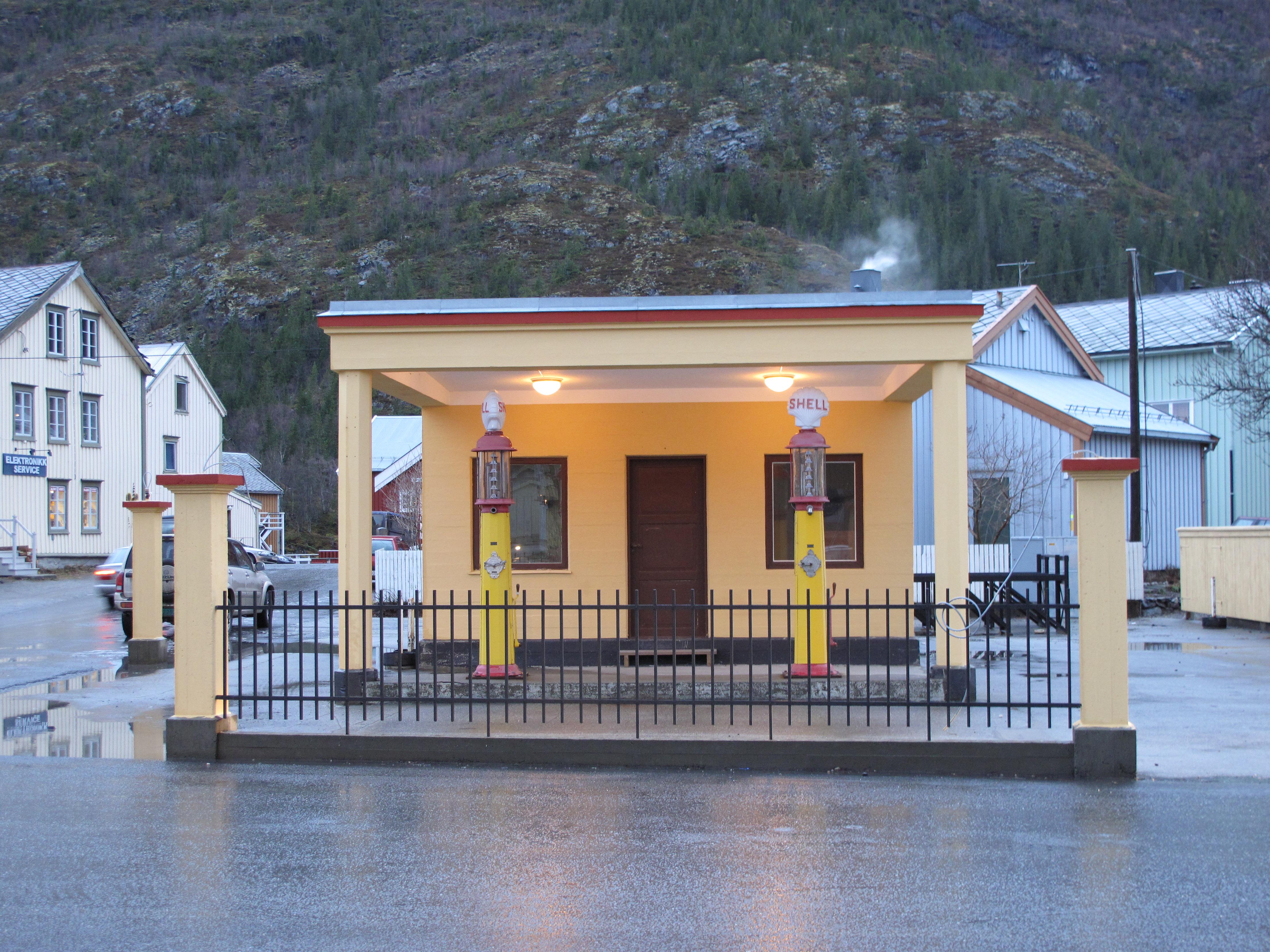 Bilde av den fredete Shell-stasjonen i Mosjøen. Foto: Nordland fylkeskommune