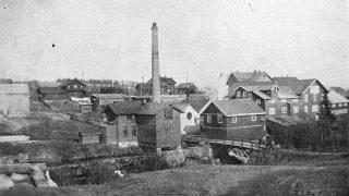 Foto av Strømmen Trævarefabrik ca 1905. Foto er lånt fra Museene i Akershus