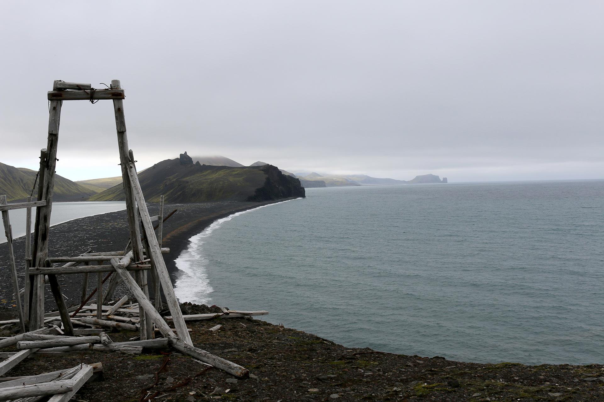 Bildet viser Toppen av taubanen fra stranden til «Gamle Metten». Foto: Karen Thommesen, Riksantikvaren
