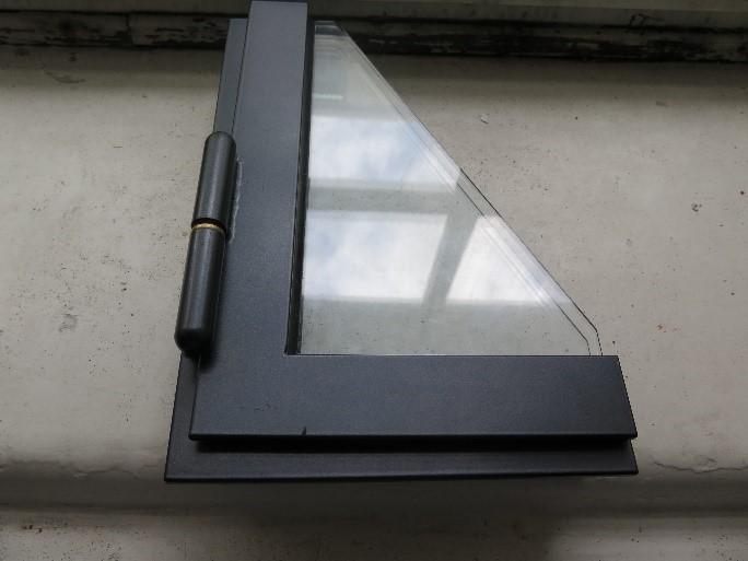 Prøve på ny vindusprofil og nytt hengsel til rehabiliteringen av Historisk museum i Oslo
