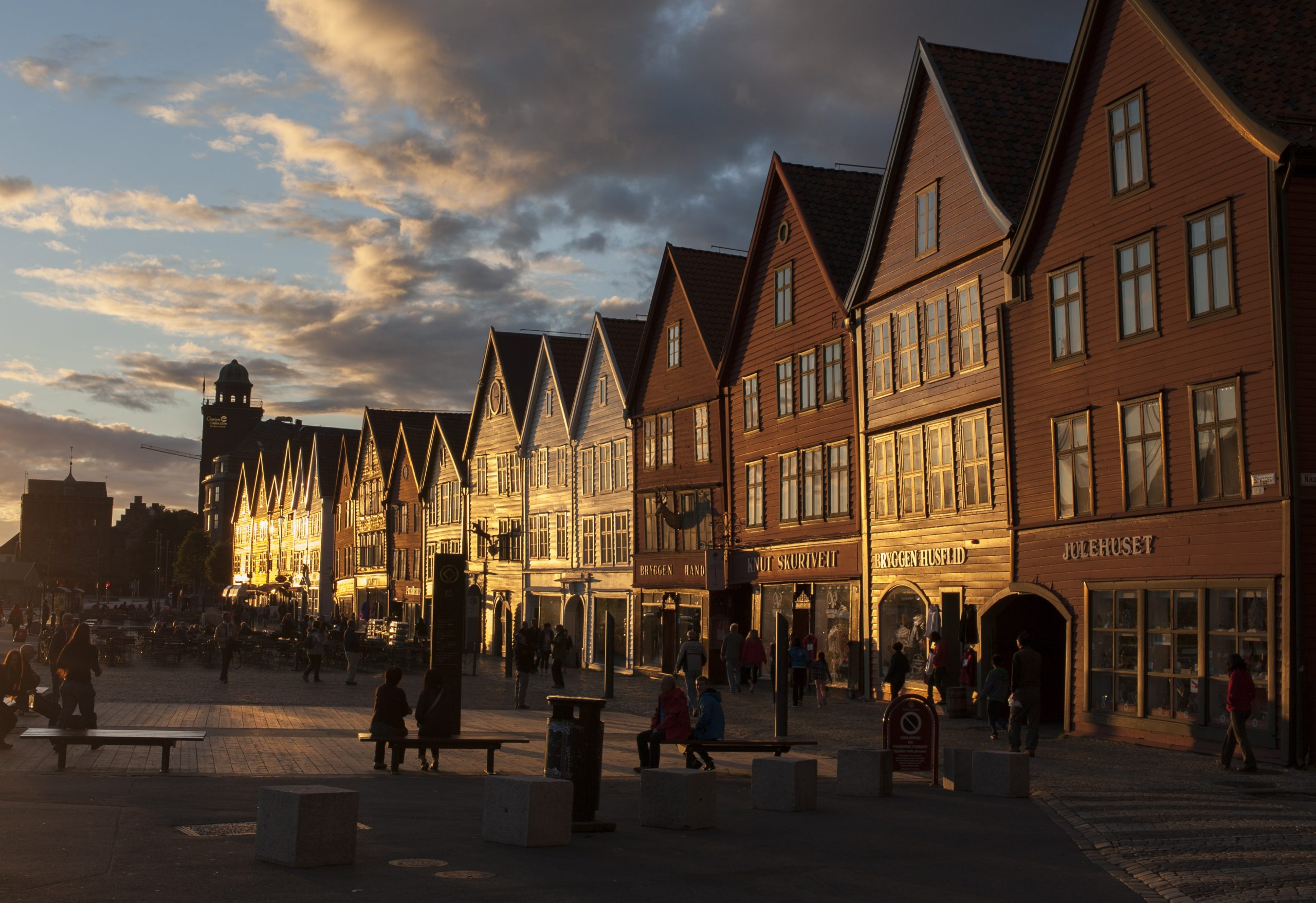 Bildet viser Bryggen i Bergen er et av Norges verdensarvsteder. Fotograf er Arve Kjersheim, Riksantikvaren