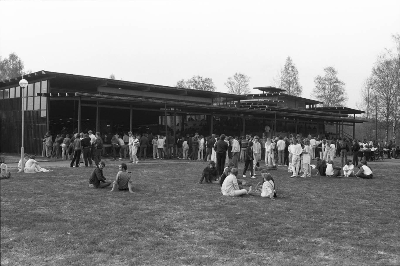 Bilde fra en dansekveld. Dansekveldene på Glomdalsmuseet var populære og trakk mange folk på 60- og 70-tallet. Foto: Glomdalsmuseet