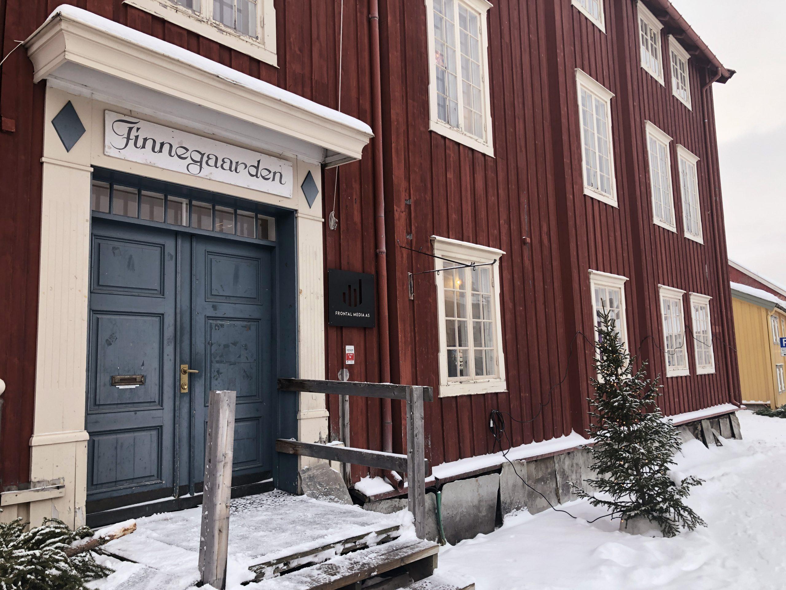 Bilde av framsiden av Finnegaarden i Røros. Den var freda i 2018. Foto tatt av Linda Herud