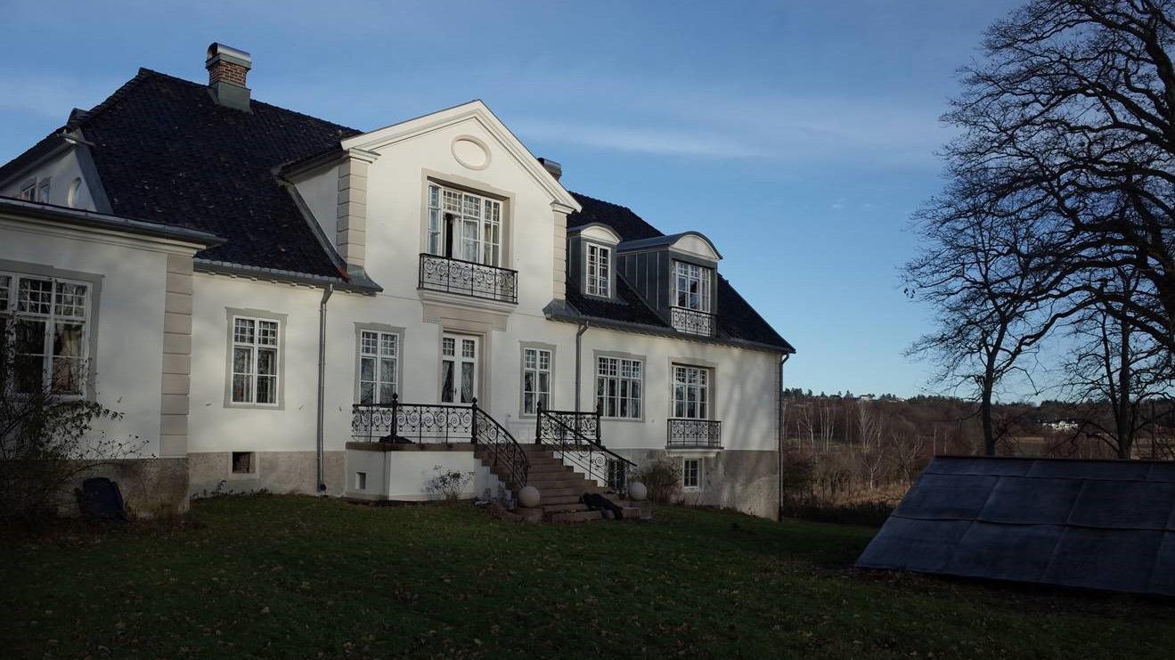 Bilde av Grønli gård. Hovedbygningen ble oppført rundt 1830. Foto: Jan Høvo