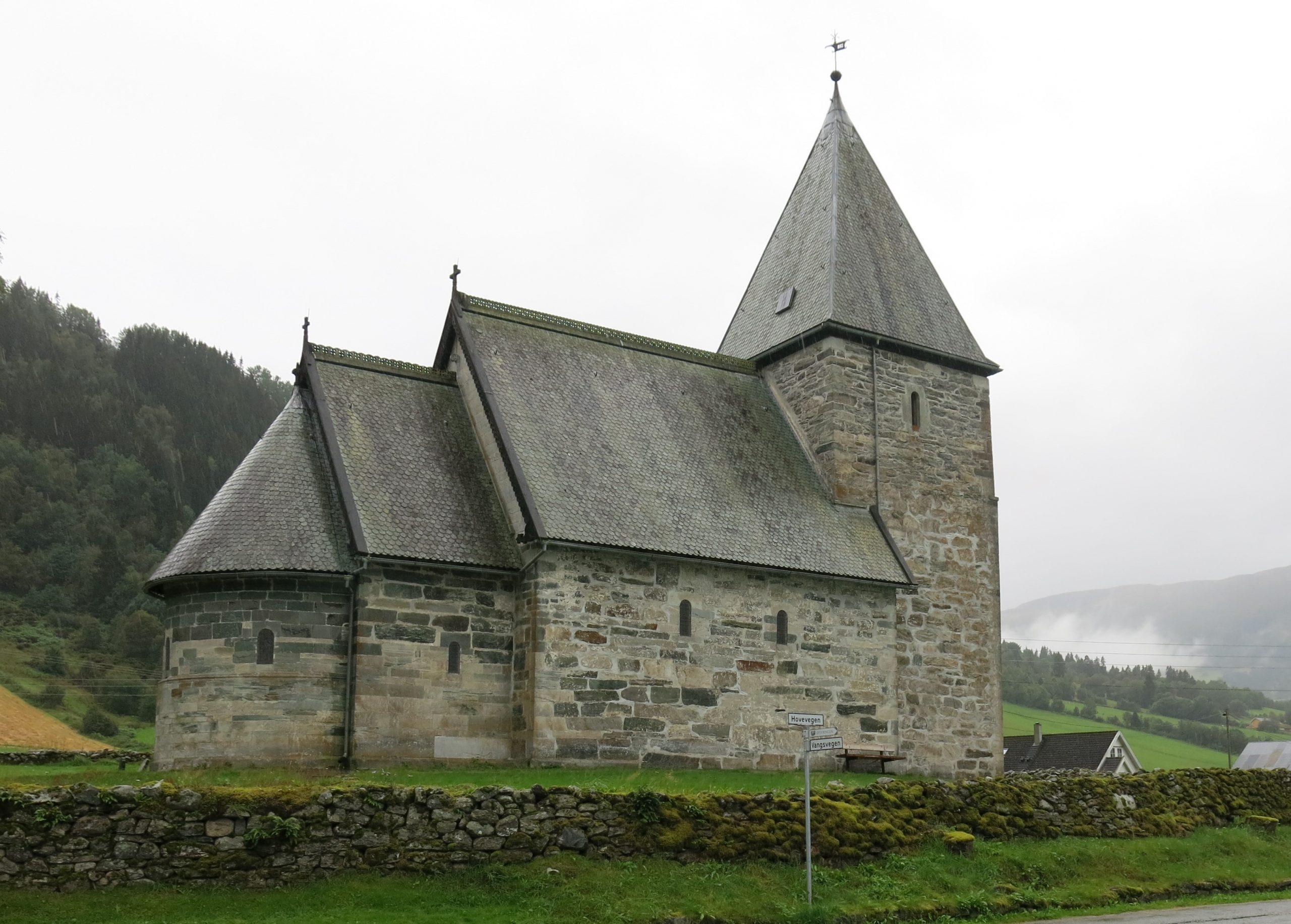 bildet viser Hove kyrkje i Vik i Sogn. Foto er tatt av Karen Thommesen, Riksantikvaren
