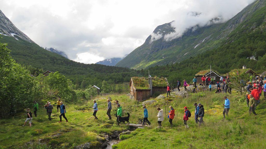Bilde fra åpningen av ferdselsvegen over Kamperhamrane i 2015, en av de eldste ferdselsvegene over fjellet mellom mellom Øst- og Vest-Norge. Foto: Louise Brunborg-Næss