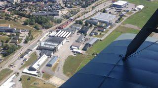Flyfoto av Kjeller flyplass. Foto er tatt av Øystein Hagland, Riksantikvaren