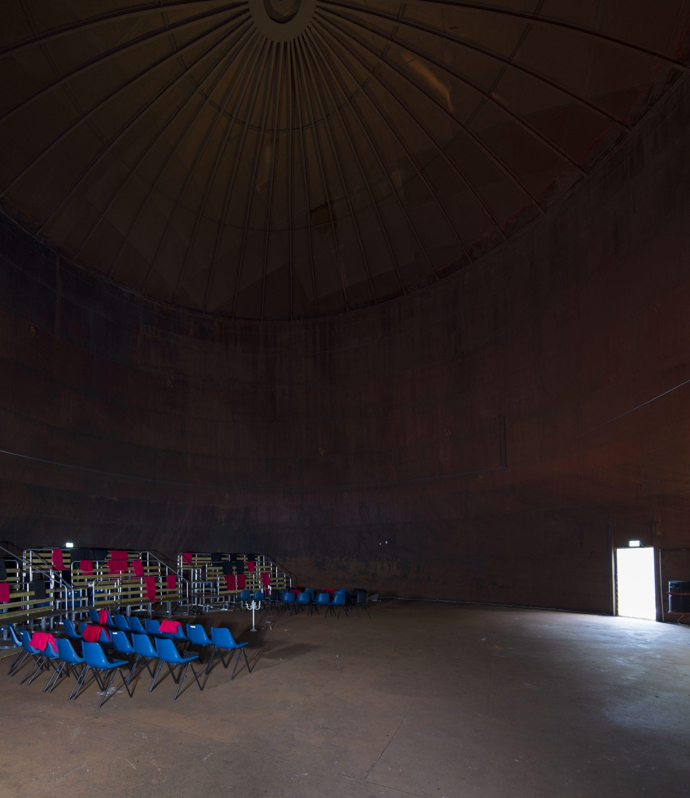 Bilde av Innsiden av den største tanken som er gjort om til konserthall. Foto er tatt av Trond Isaksen