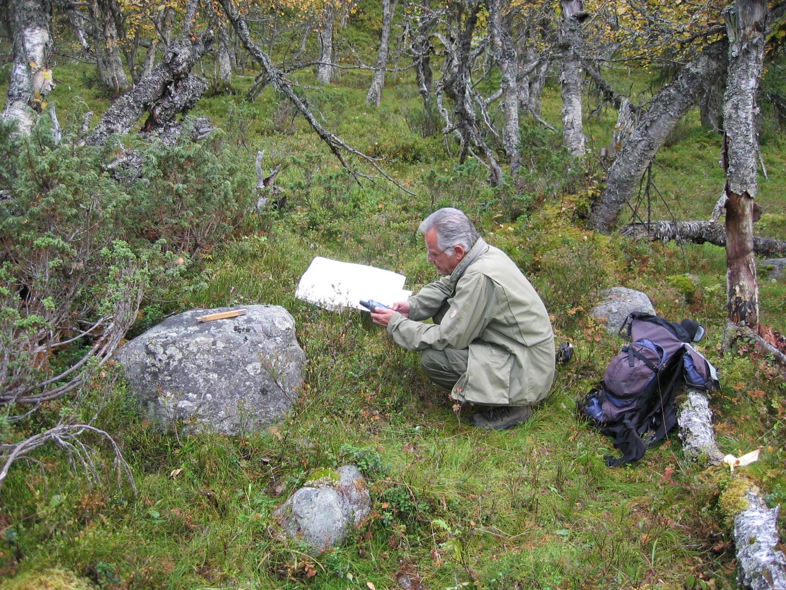 Bildet viser Per Olav Mathiesen som har kartlagt store deler av dei arkeologiske kulturminna i Rendalen. Fotografert av Hilde Amundsen