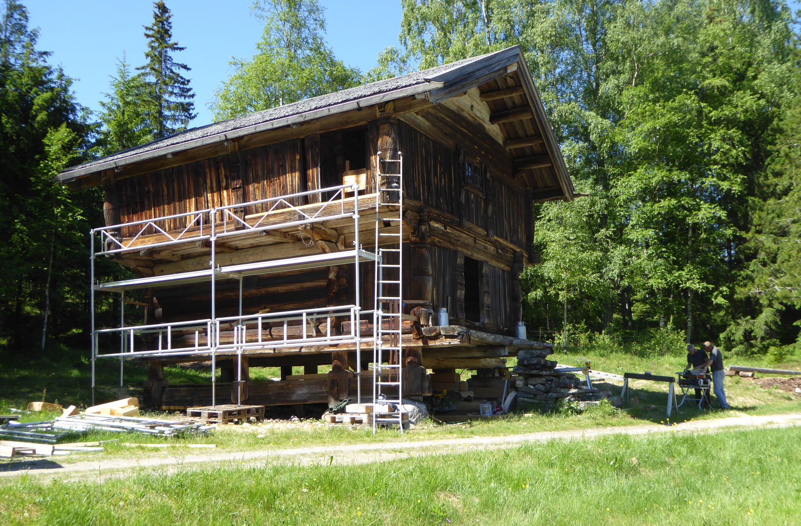 Bildet viser Middelalderloftet Søre Eide I Nore I Numedal, et av bygningene som blir satt i stand. Fotograf er