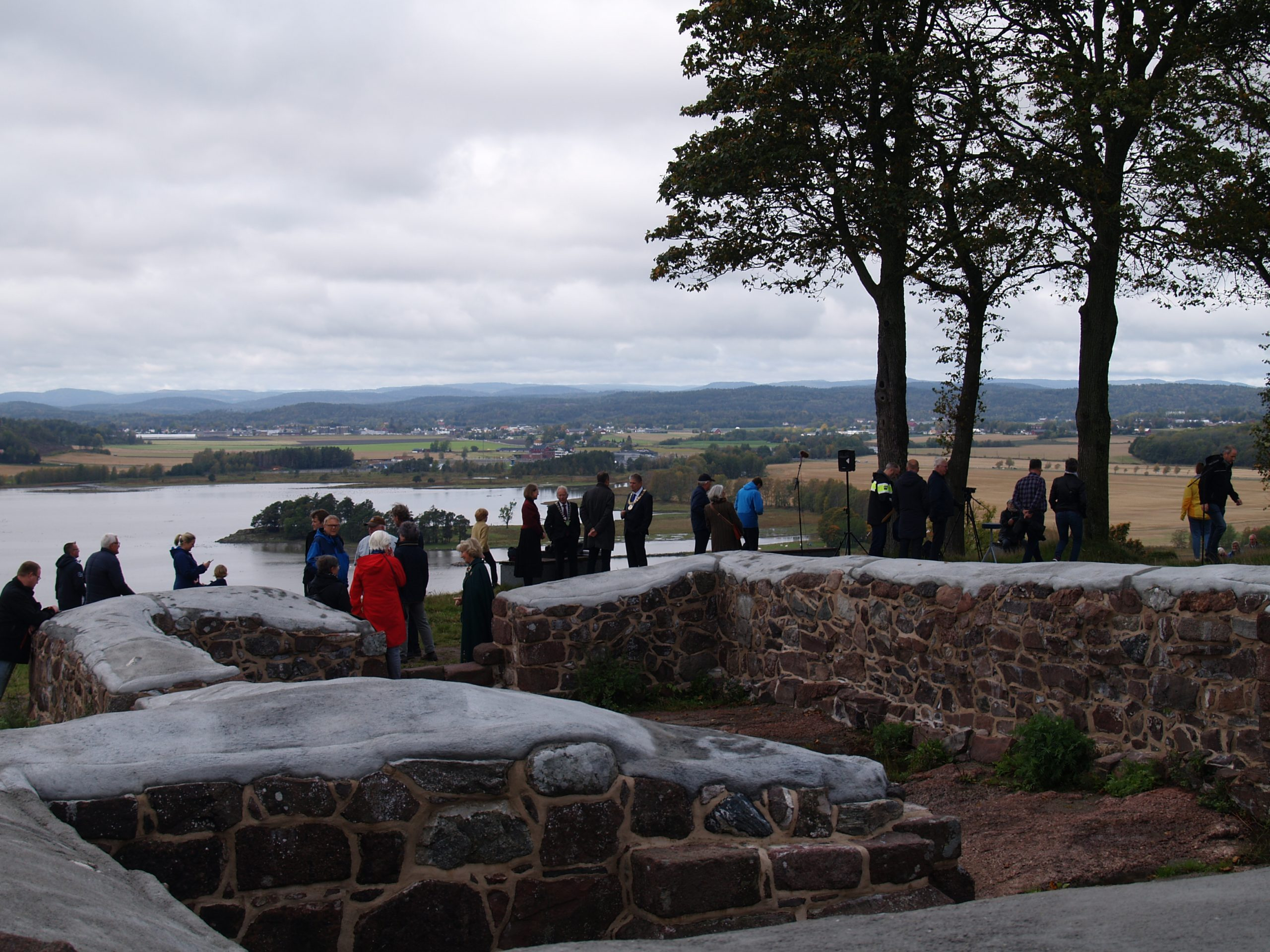 Bildet viser ruinene av kirkens murer etter restaureringen. Fotograf Synne Vik Torsdottir, Riksantikvaren