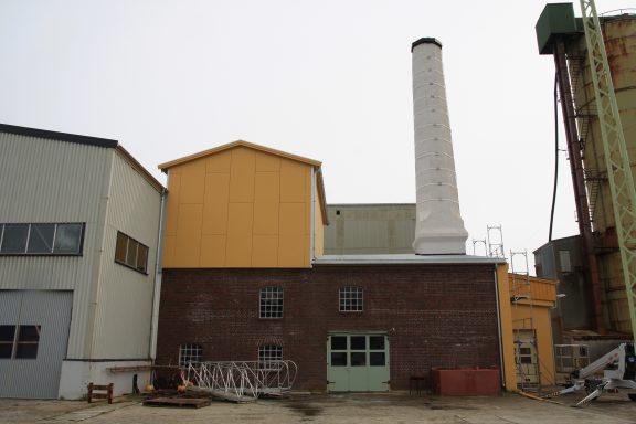 Bildet viser noen av de mange produksjonslokalene på sildoljefabrikken. Foto er tatt av Ulf Ingmar Gustafsson, Riksantikvaren