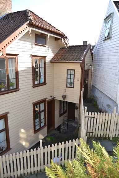 Bildet viser Øvre Strandgate 60, Stavanger.. Foto er lånt fra Rogaland fylkeskommune